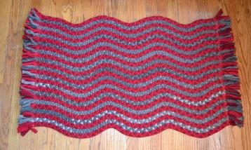 Curvy strip rug